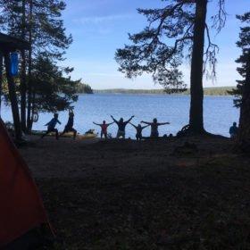 Yoga på stranden äventyr i Dalarna