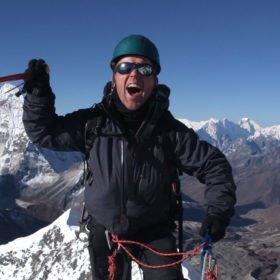 Glädjetjut på toppen av Island Peak