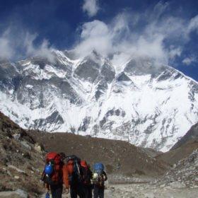 Vandrare på väg mot Island Peak