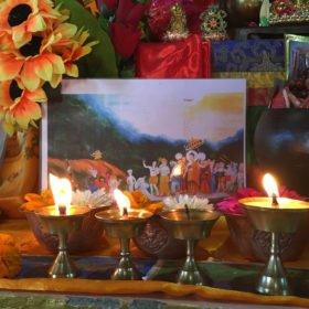 oljeljus i kloster rundresa Nepal