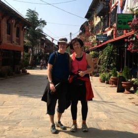 par på torget i Bandipur rundresa Nepal