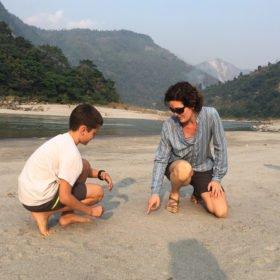 mamma och son rundresa Nepal
