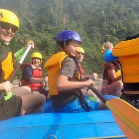 Glada paddlare rundresa Nepal