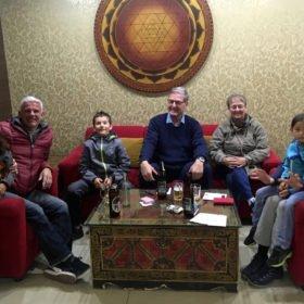 gruppbild på hotell, rundresa Nepal