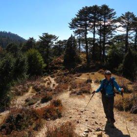 Helena njuter av lugnet på Bhutan vandring