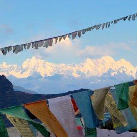 Snötäckta berg i Bhutan