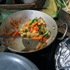 grönsaker tillagas på Bhutan vandring