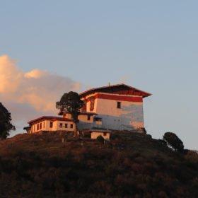 Ett typiskt bhutanesiskt hem på Bhutan vandring