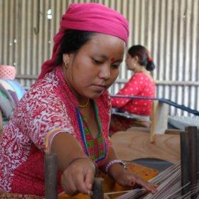 besök på hantverksprojekt på praktik i Nepal