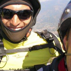 skärmflygare på skräddarsydd resa i Nepal