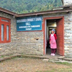 dining hall på trekking i Nepal