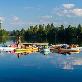 SUP yoga på Flosjön