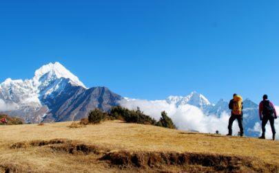 Vandrare i bergen i Nepal
