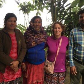 Inka med en lågkastig familj i Chitwan nationalpark