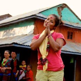 kvinnlig nepalesisk vandringsguide